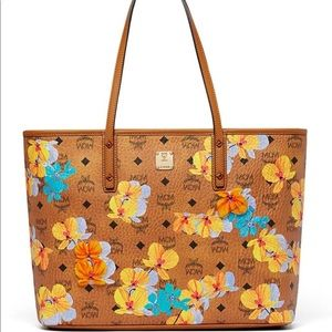 Mcm new Anya floral tote w cards and duster